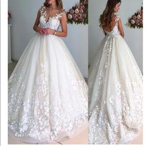 V-neck Court Train Tulle Sleeveless Wedding Dress